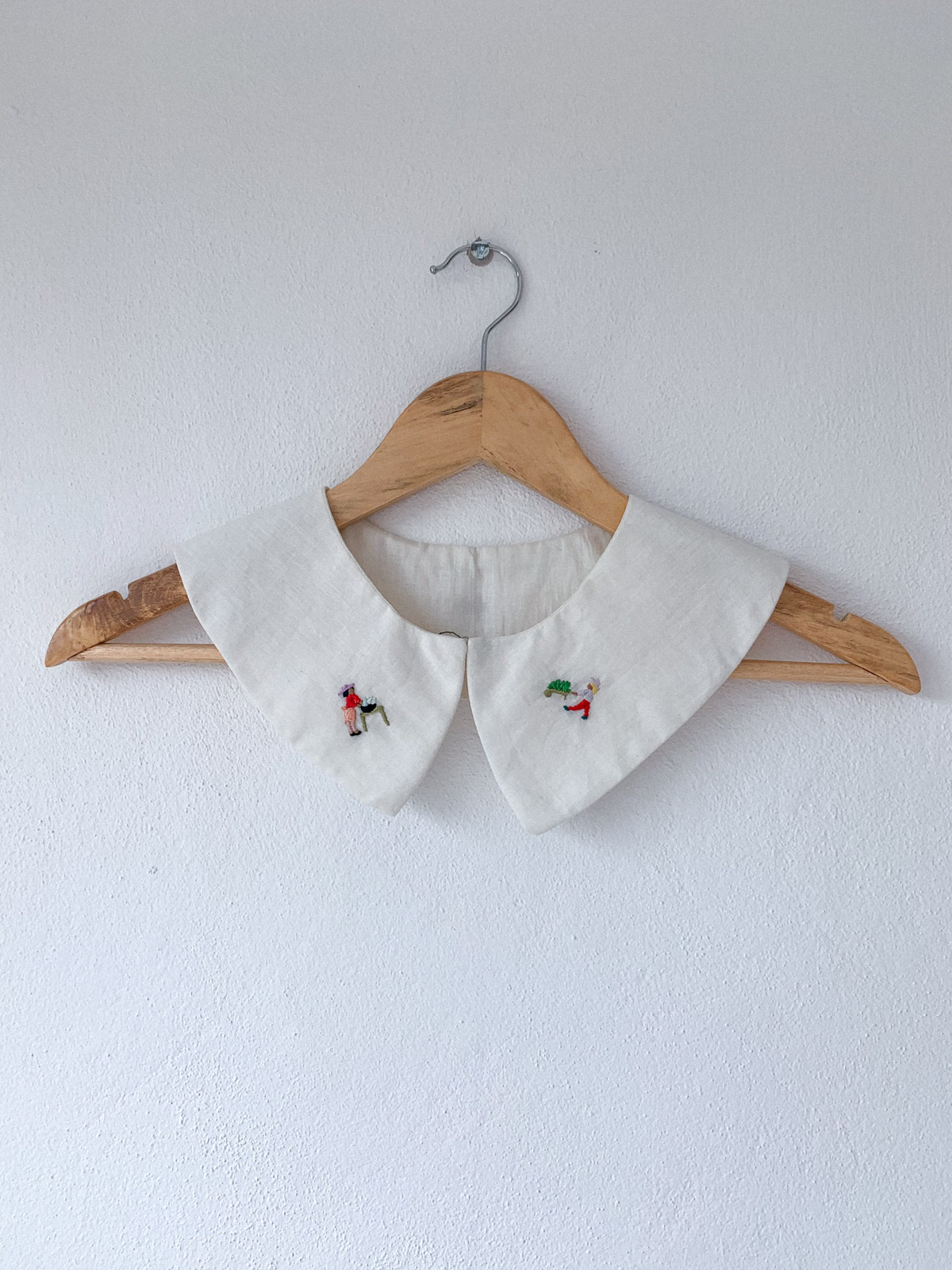 hand embroidery on collar