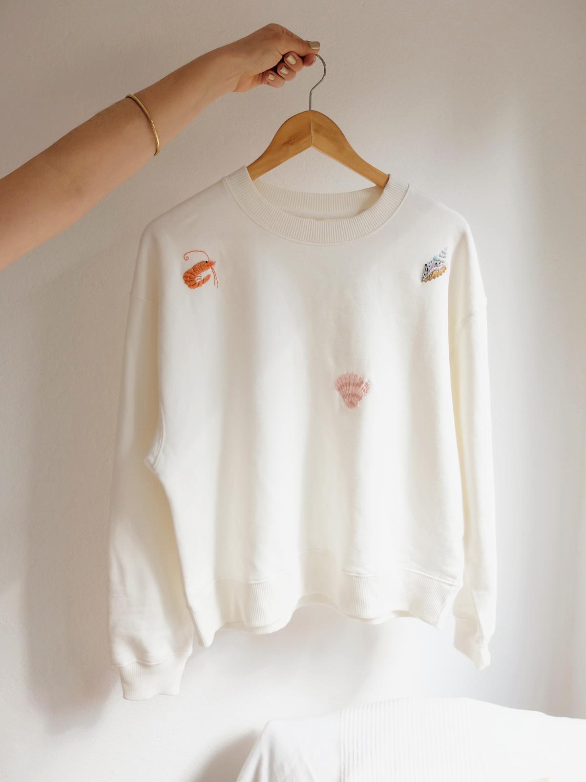 Ocean scene white sweatshirt